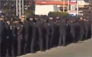Police turning backs at Ramos funeral Dec 27 2014